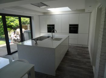 Remo Handless White Gloss with Silestone Stella Blanco Island